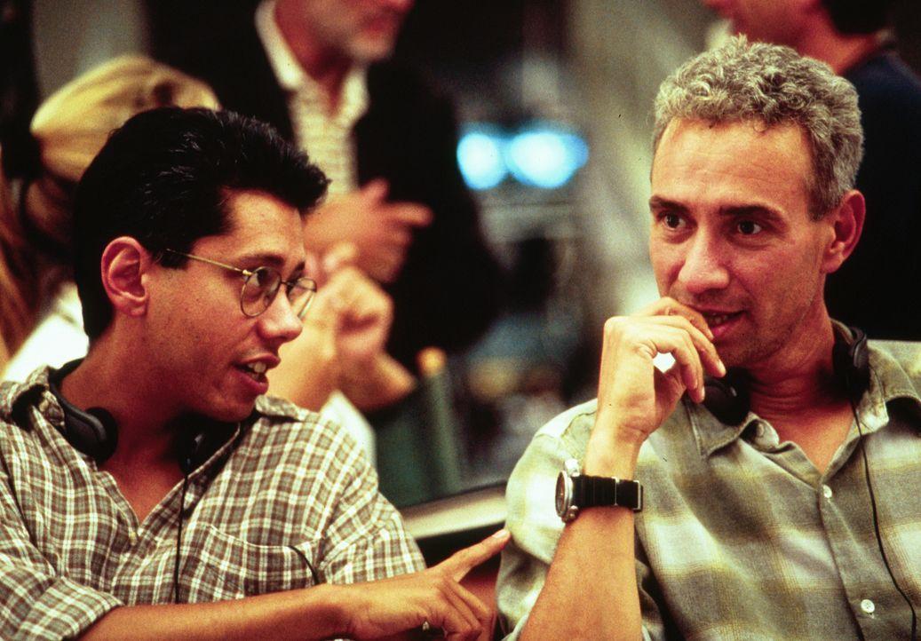 Dean Devlin (l.); Roland Emmerich (r.) - Bildquelle: 1996 Twentieth Century Fox Film Corporation.  All rights reserved.