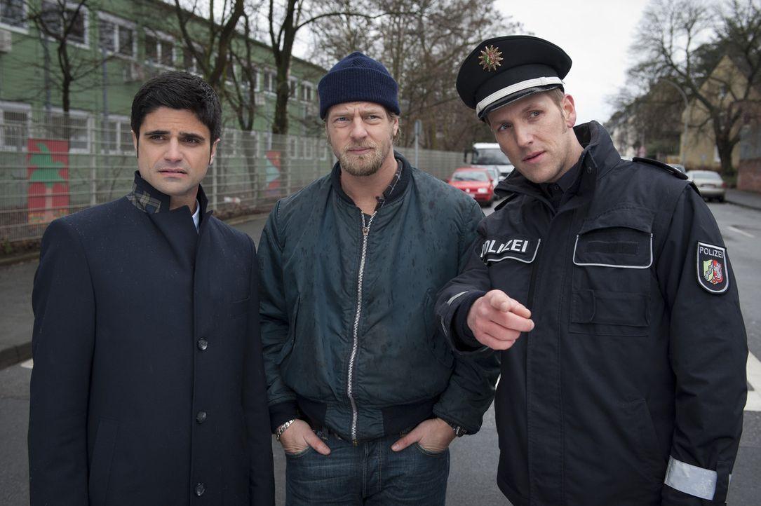 Zunächst verstehen Mick (Henning Baum, M.) und Andreas (Maximilian Grill, l.) nicht, warum sie die Polizei (Jan Hahn, r.) zu einem Verkehrsunfall ge... - Bildquelle: Martin Rottenkolber SAT.1