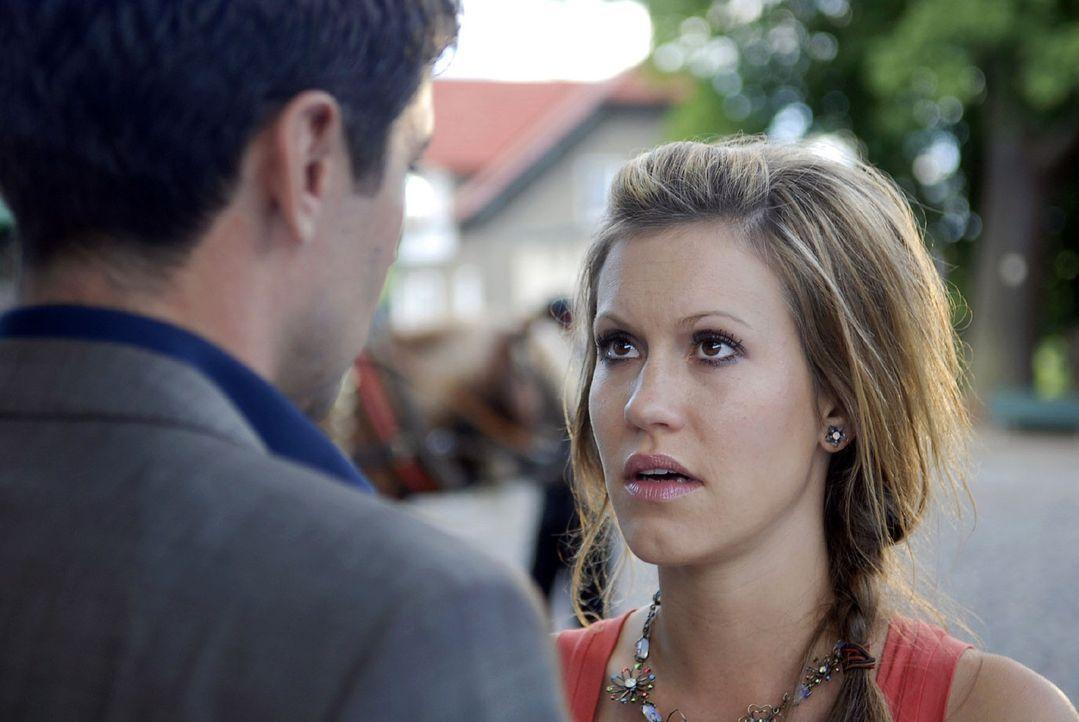 Jackie (Wolke Hegenbarth, r.) hat Tränen in den Augen. Frederik (Oliver Bootz, l.) erwartet eine Erklärung zu ihr und Tom. Noch nie in seinem Lebe... - Bildquelle: Sat.1
