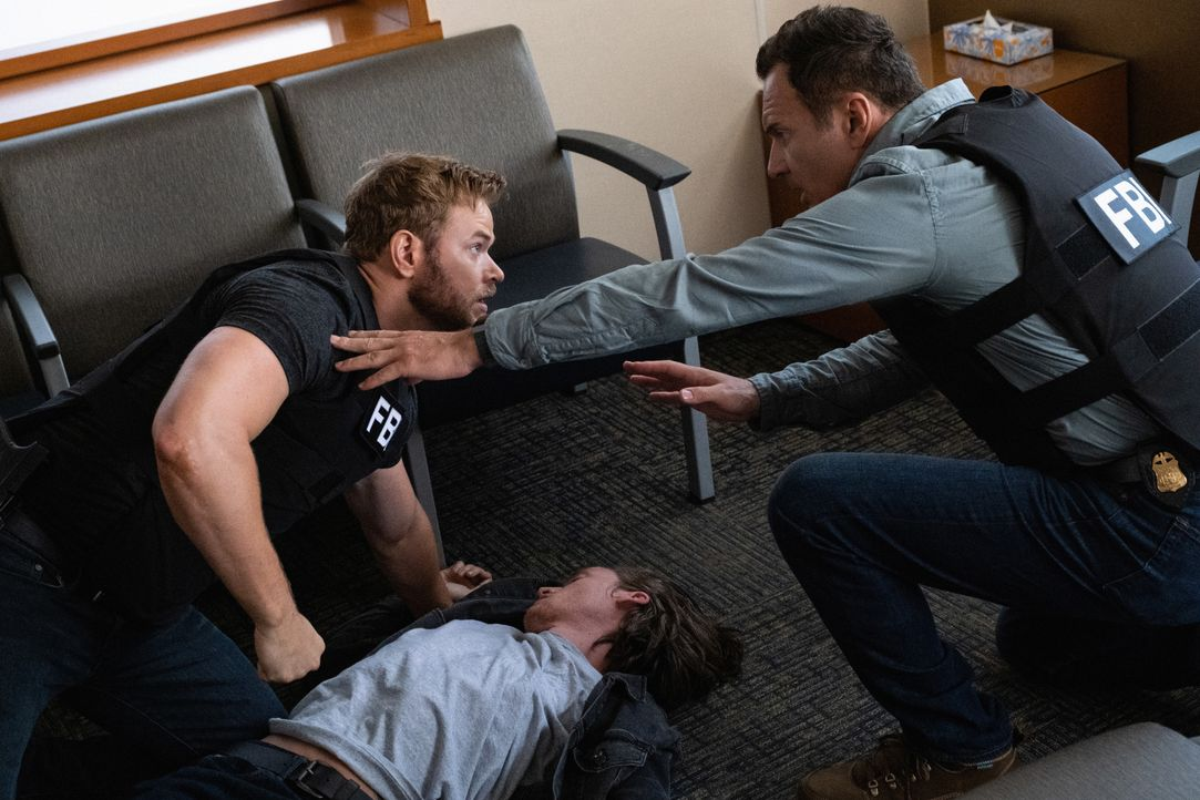 Kenny Crosby (Kellan Lutz l.); Jess LaCroix (Julian McMahon, r.) - Bildquelle: Jeff Neumann 2019 CBS Broadcasting, Inc. All Rights Reserved / Jeff Neumann