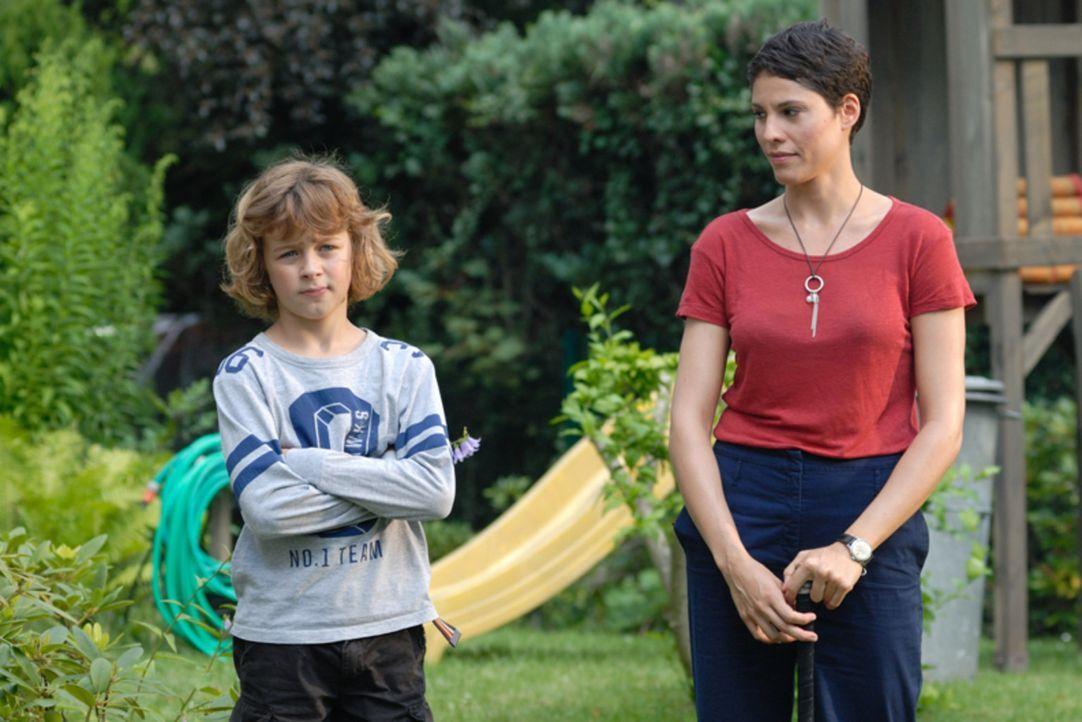 Hat Jan (Max Boekhoff, l.) in Lisa (Jasmin Gerat, r.) die richtige Frau für seinen Vater gefunden? - Bildquelle: SAT.1