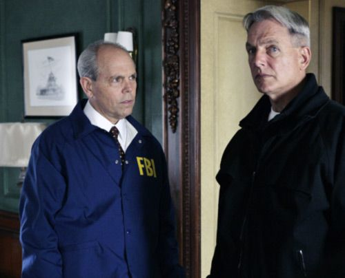 Arbeiten an einem neuen Fall: Gibbs (Mark Harmon, r.) und FBI Agent Tobias Fornell (Joe Spano, l.)...  - Bildquelle: CBS Television