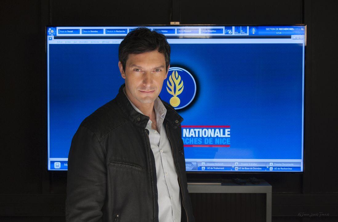 Lucas Auriol (Franck Sémonin) ist der Leiter der Spezialeinheit an der Riviera und freut sich anfangs überhaupt nicht über das unerwartete Auftauche... - Bildquelle: Jean Louis PARIS