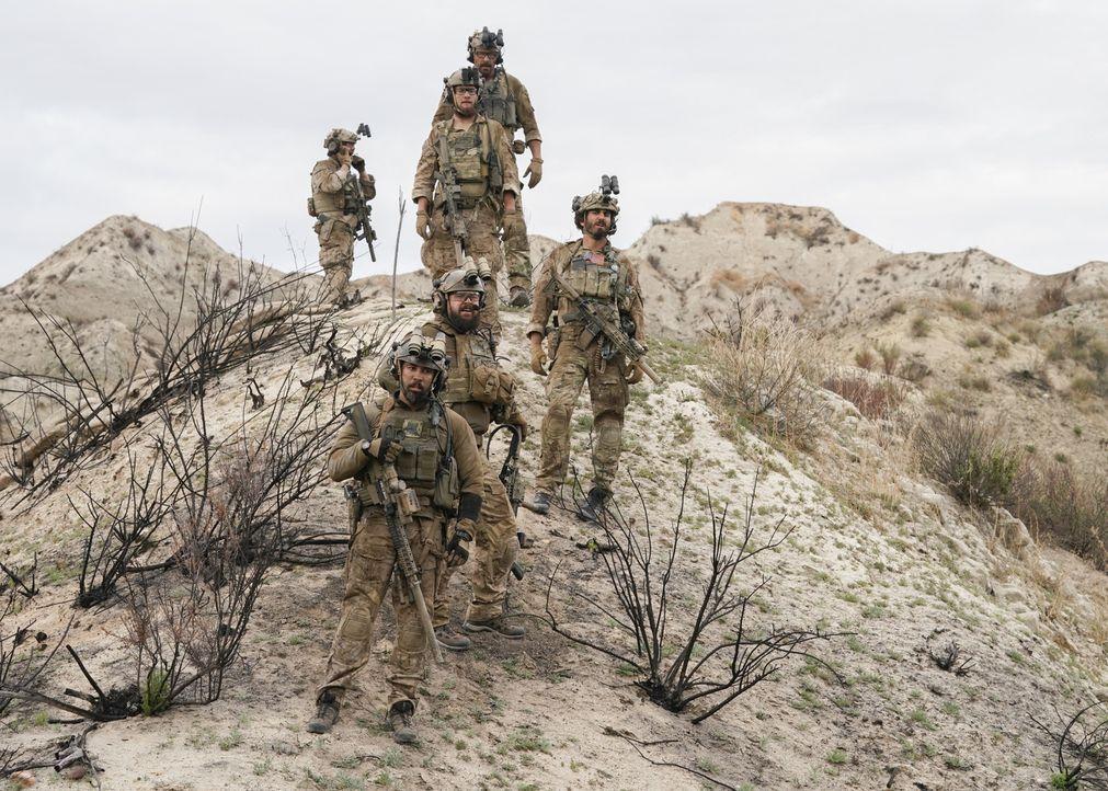 Das SEAL-Team ist mit einem Helikopter verunglückt und ihre Feinde kommen ihnen immer näher. Kann das Team seine Mission noch erfüllen? - Bildquelle: Erik Voake Erik Voake/CBS   2018 CBS Broadcasting, Inc. All Rights Reserved.