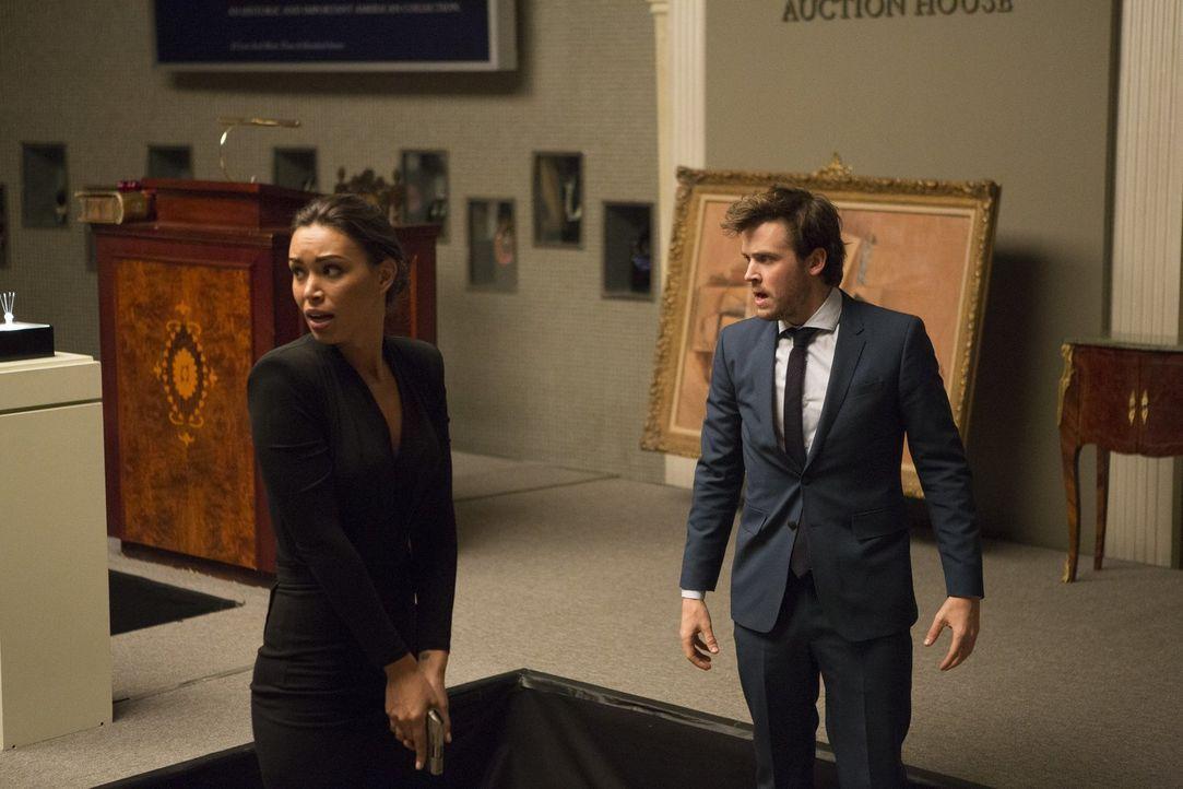 (v.l.n.r.) FBI-Agentin Kay Daniels (Ilfenesh Hadera); Cameron Black (Jack Cutmore-Scott) - Bildquelle: Warner Bros.