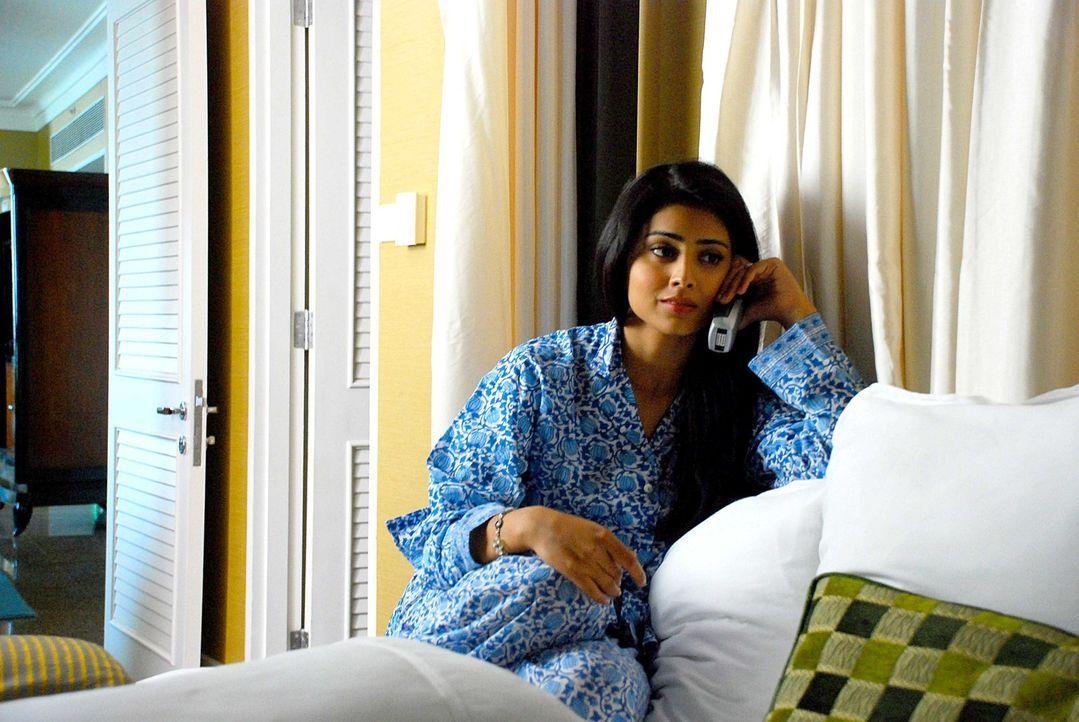 Das Schicksal nimmt seinen Lauf: Priya R. Sethi (Shriya Saran) beschließt, nach San Francisco zu reisen, um dort einen Mann zu treffen, den sie bis... - Bildquelle: 2008 OEL Productions, INC. All Rights Reserved.