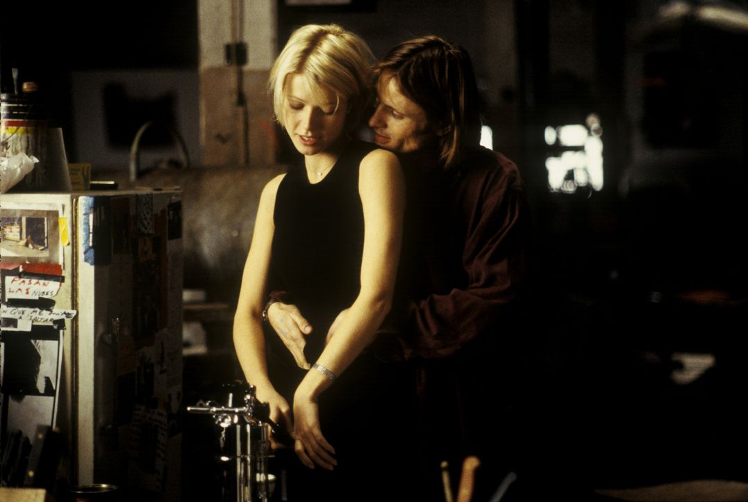 Emily (Gwyneth Paltrow, l.) betrügt ihren Ehemann mit dem Künstler Shaw (Viggo Mortensen, r.). Doch ihr Mann ist über ihre Affäre informiert. Er mac... - Bildquelle: Warner Bros.