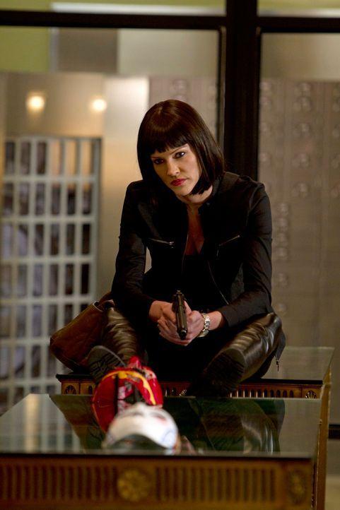 Gemeinsam mit ihren zwei Komplizen schreckt Izzy Rogers (Tricia Helfer) vor nichts zurück ... - Bildquelle: ABC Studios