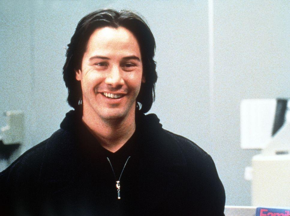 Unter dem Deckmantel adretter Wohlerzogenheit späht Serienkiller Griffin (Keanu Reeves) seine weiblichen Opfer minutiös aus ... - Bildquelle: Universal Pictures