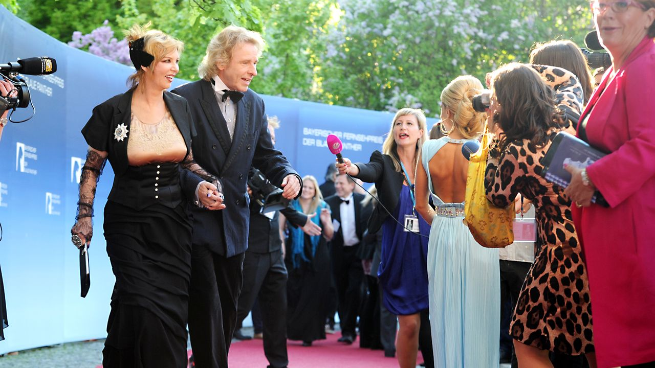 Bayerischer-Fernsehpreis-2012-Thomas-Thea-Gottschalk-12-05-04-dpa - Bildquelle: dpa