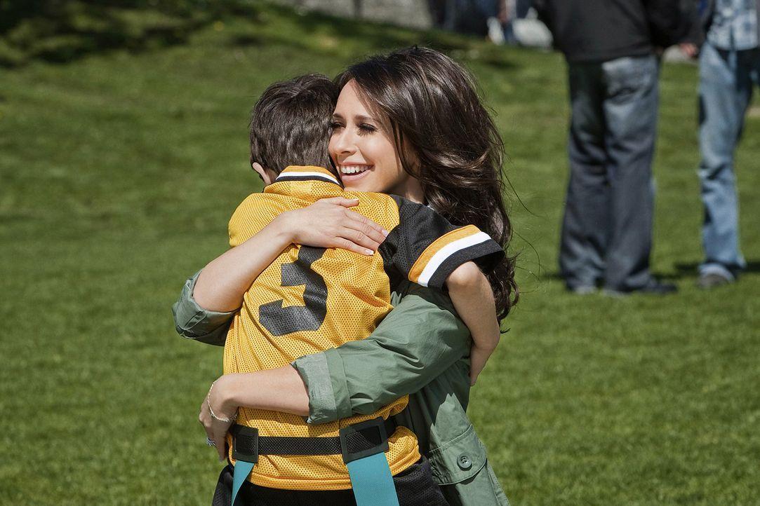 Noch kann Samantha (Jennifer Love Hewitt) ihr Familienleben in vollen Zügen genießen ... - Bildquelle: Sony Pictures Television, Inc. All Rights Reserved.