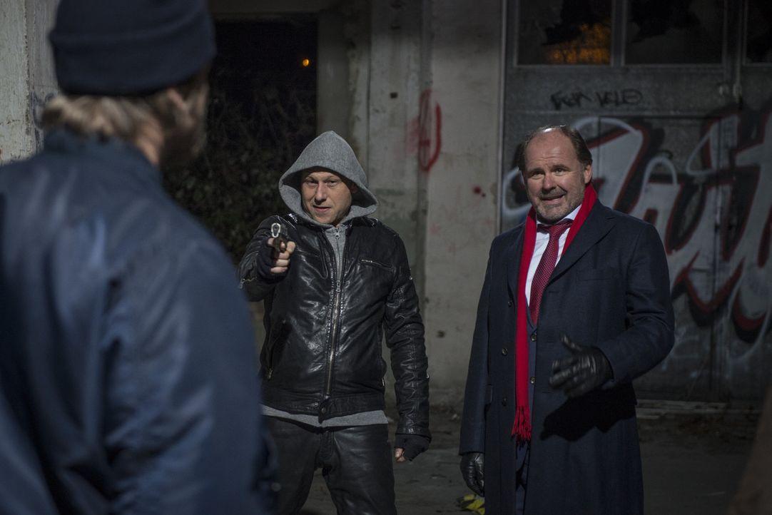Im Visier des Bösen: (v.l.n.r.) Mick (Henning Baum), Arno Fieber (Bernd Michael Lade) und Ansgar Körting (August Schmölzer) ... - Bildquelle: Martin Rottenkolber SAT.1