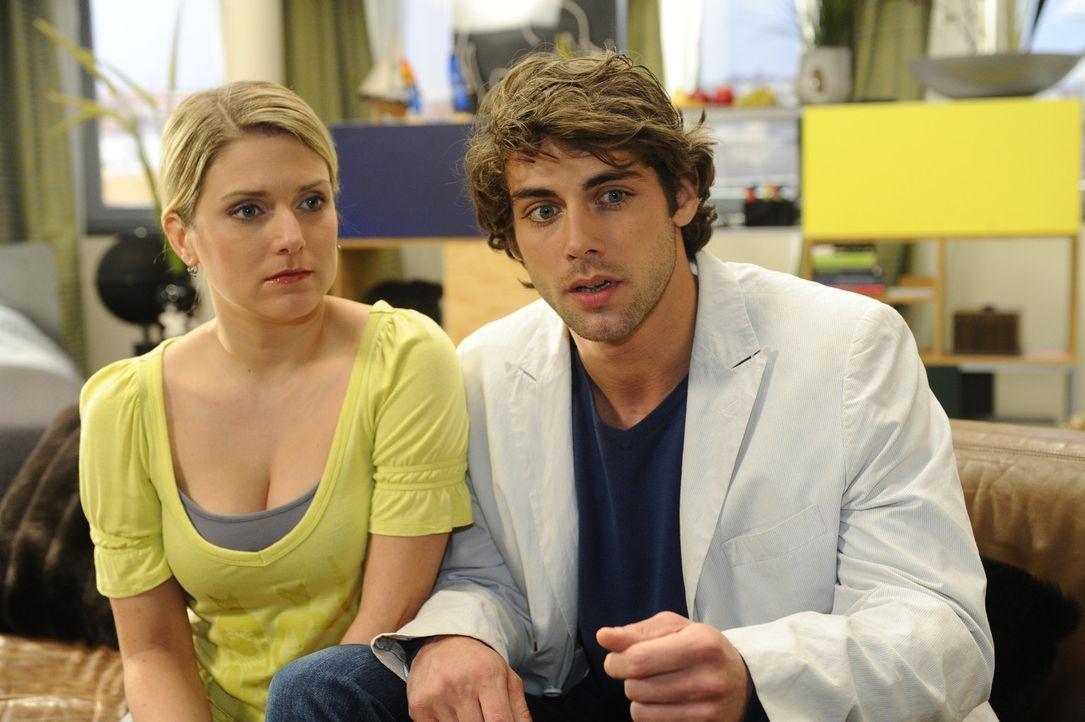 Anna (Jeanette Biedermann, l.) und Jonas (Roy Peter Link, r.) überzeugen Natascha, ihnen das Geld für einen Rückkauf von Oktopus zu leihen ... - Bildquelle: SAT.1