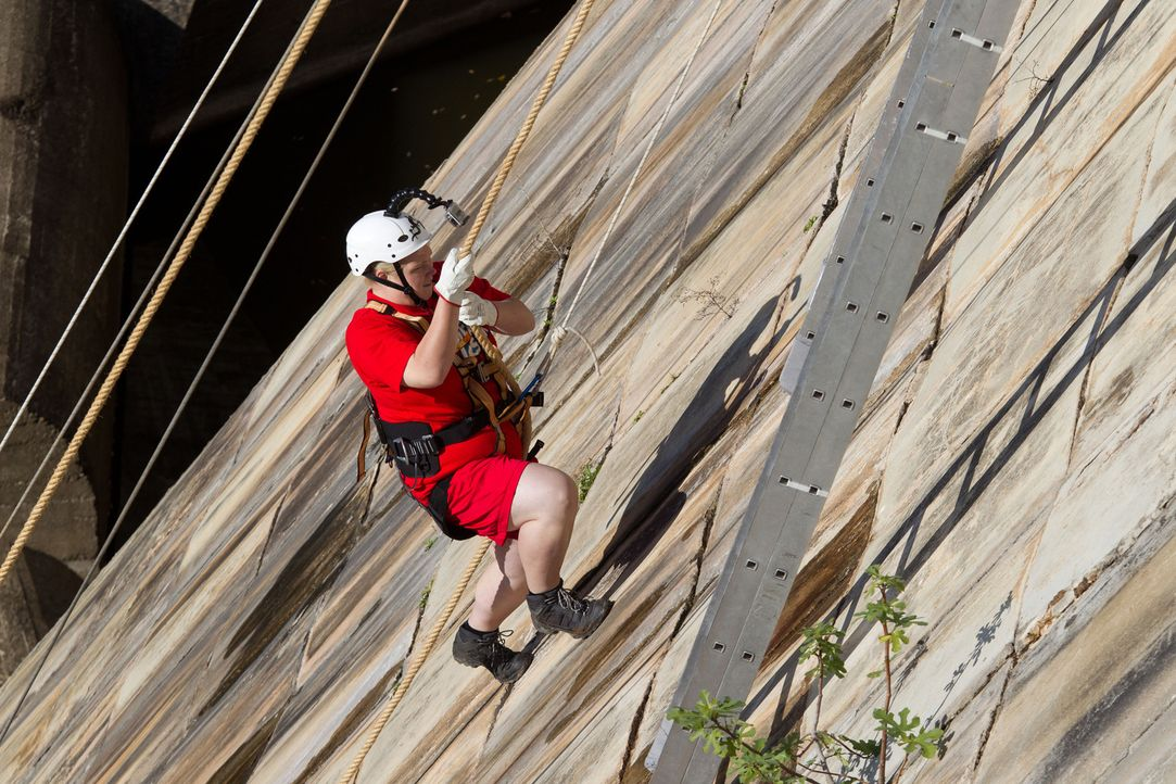Martina überwindet ihre Ängste und bezwingt in kurzer Zeit die steile Distanz ... - Bildquelle: Enrique Cano SAT.1