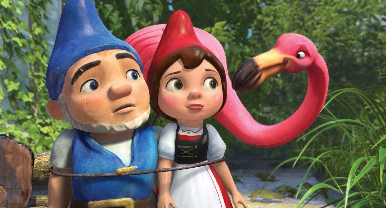 Für die Liebe zwischen dem blaubezipfelten Zwerg Gnomeo (l.) und der rotbezipfelten Julia (r.) sieht es nicht gut aus: Schon seit eh und je sind die... - Bildquelle: Touchstone Pictures,   Miramax Film NY, LLC. All rights reserved
