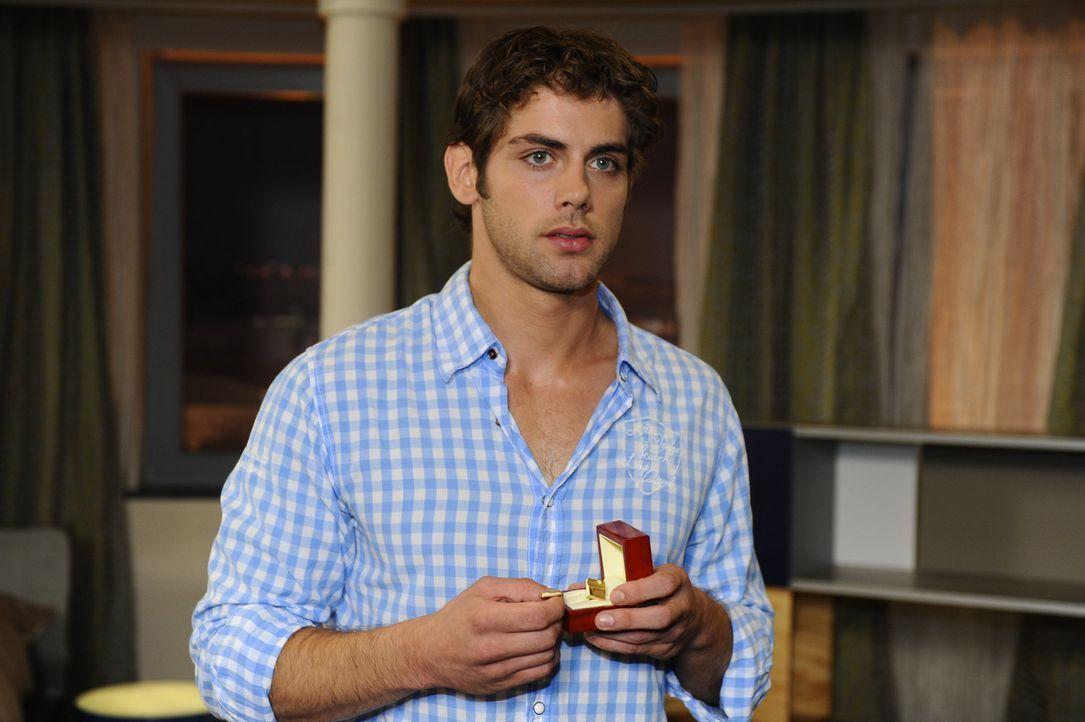 Jonas (Roy Peter Link) vertraut auf das Verständnis seines Vaters und verlässt die Agentur ... - Bildquelle: Sat.1