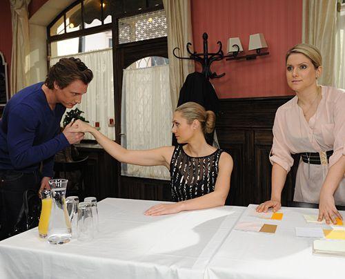 Anna und Tom versuchen die Situation zu retten. - Bildquelle: Sat1