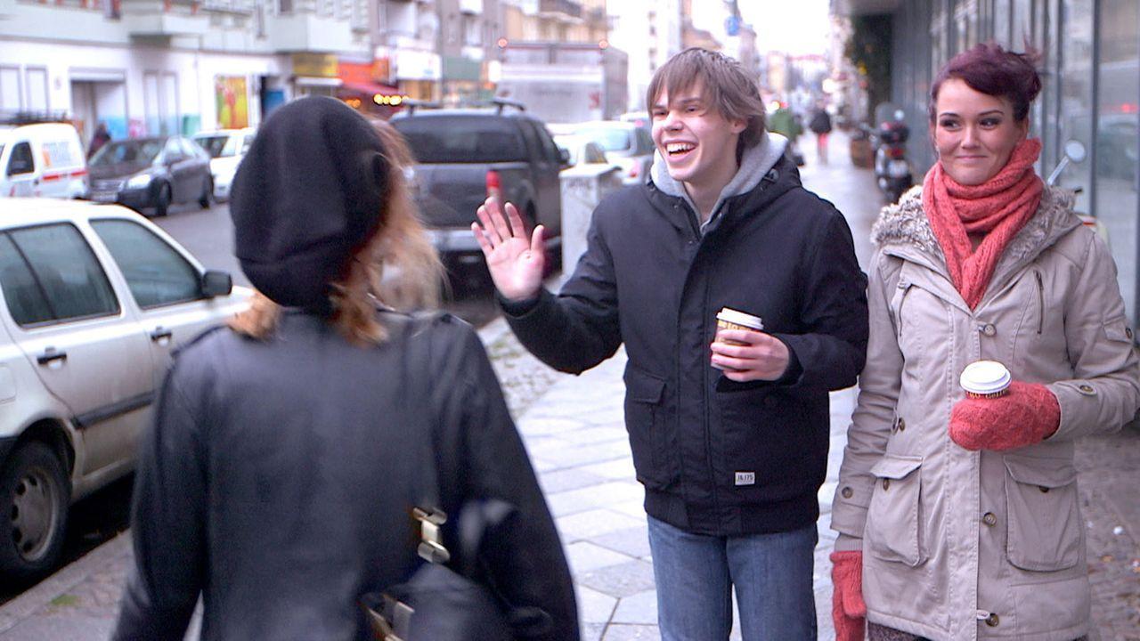 Nach und nach begreift Michelle (r.), warum Ronny (M.) ihre Beziehung so gründlich missversteht ... - Bildquelle: SAT.1