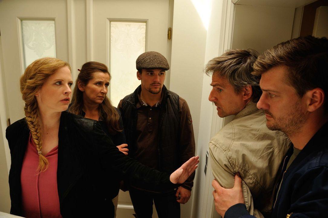 Bei den Ermittlungen in ihrem neuen Mordfall müssen Fritz (Matthi Faust, r.) und Josephine (Diana Amft, l.) feststellen, dass Tina mehrere Feinde ha... - Bildquelle: Hardy Spitz SAT.1