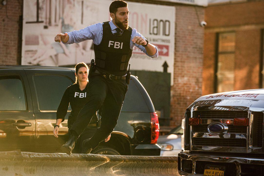 Special Agent Maggie Bell (Missy Peregrym, l.); Special Agent Omar Adom 'OA' Zidan (Zeeko Zaki, r.) - Bildquelle: Michael Parmelee 2020 CBS Broadcasting Inc. All Rights Reserved. / Michael Parmelee