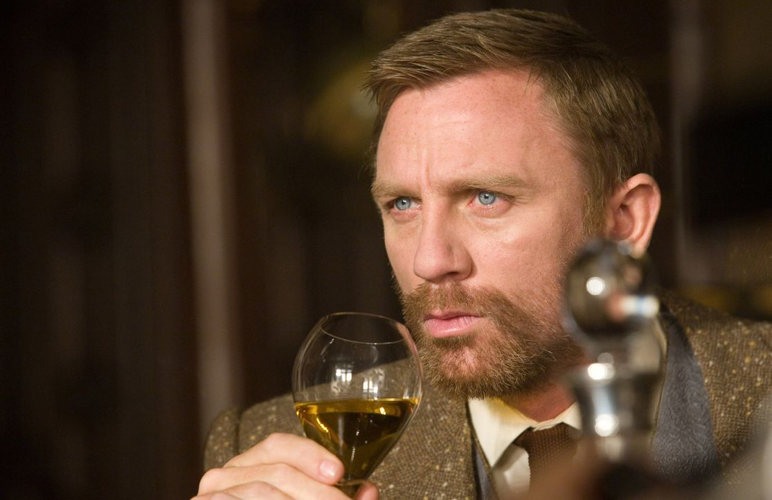 Lord Asriel (Daniel Craig) untersucht geheimnisvollen Staub und eine Phantom-Stadt im hohen Norden das Polarkreises ... - Bildquelle: Warner Bros.