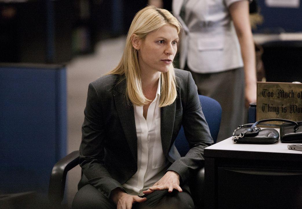 Während Carrie (Claire Danes) das Gespräch mit einer Reporterin sucht und dabei abgefangen wird, versucht Dana ihrer Familie deutlich zu machen, das... - Bildquelle: 2013 Twentieth Century Fox Film Corporation. All rights reserved.