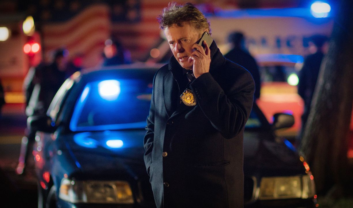 Kann Gregsons (Aidan Quinn) Kollegin Holmes dazu überreden den perfekten Raubüberfall zu planen, um das Lager einer schwerbewaffneten Bikergang hoch... - Bildquelle: Michael Parmelee 2015 CBS Broadcasting Inc. All Rights Reserved.