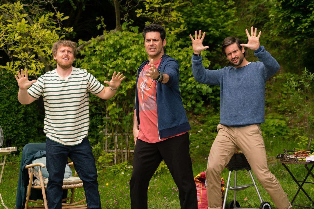 """Auch die """"Jungs"""" lassen die alten Schulzeiten wieder aufleben: (v.l.n.r.) Jochen (Axel Stein), Piet (Rick Kavanian) und Christian (Tom Beck) ... - Bildquelle: SAT.1/Arvid Uhlig"""