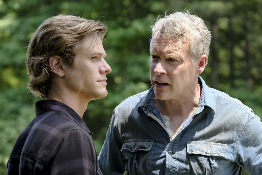 MacGyver (Lucas Till, l.); James MacGyver (Tate Donavan, r.) - Bildquelle: Guy D'Alema 2018 CBS Broadcasting, Inc. All Rights Reserved.