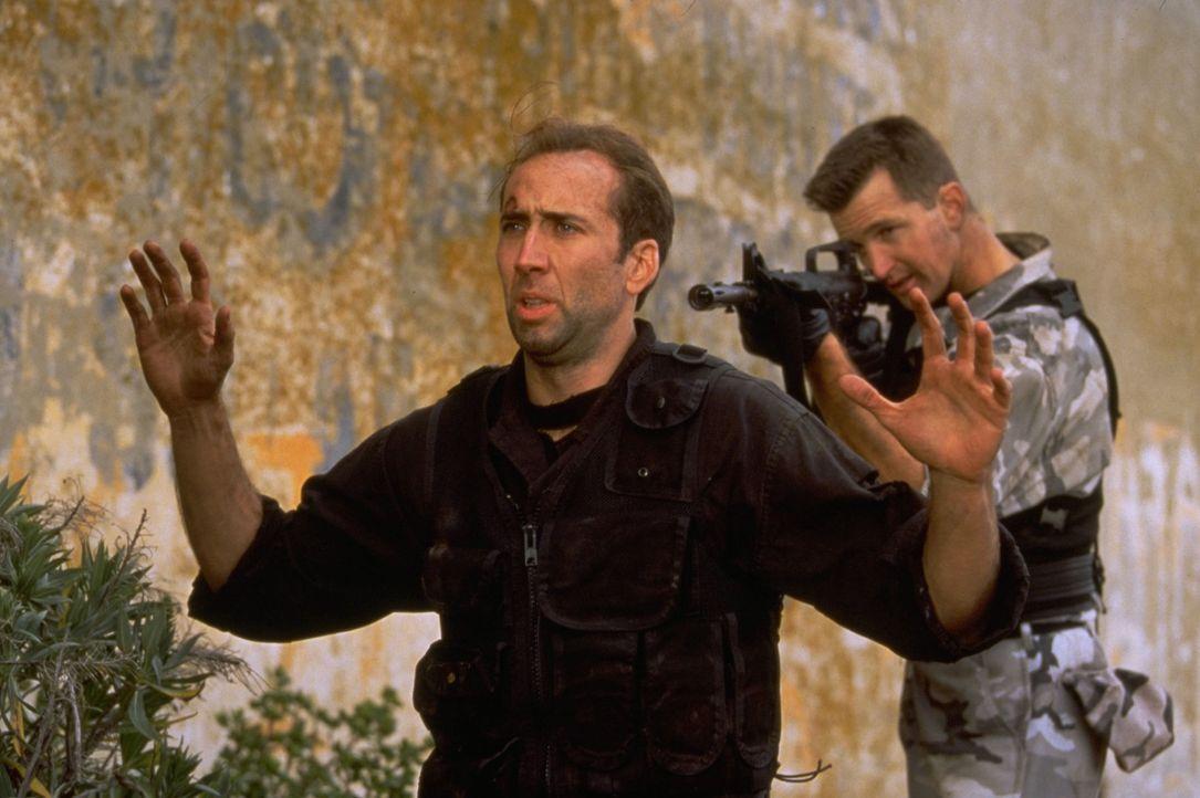 Im Wettlauf mit der Zeit: Werden es Stanley Goodspeed (Nicolas Cage, l.) und John Mason noch schaffen, den  Vietnamkriegshelden General Hummel und s... - Bildquelle: Hollywood Pictures