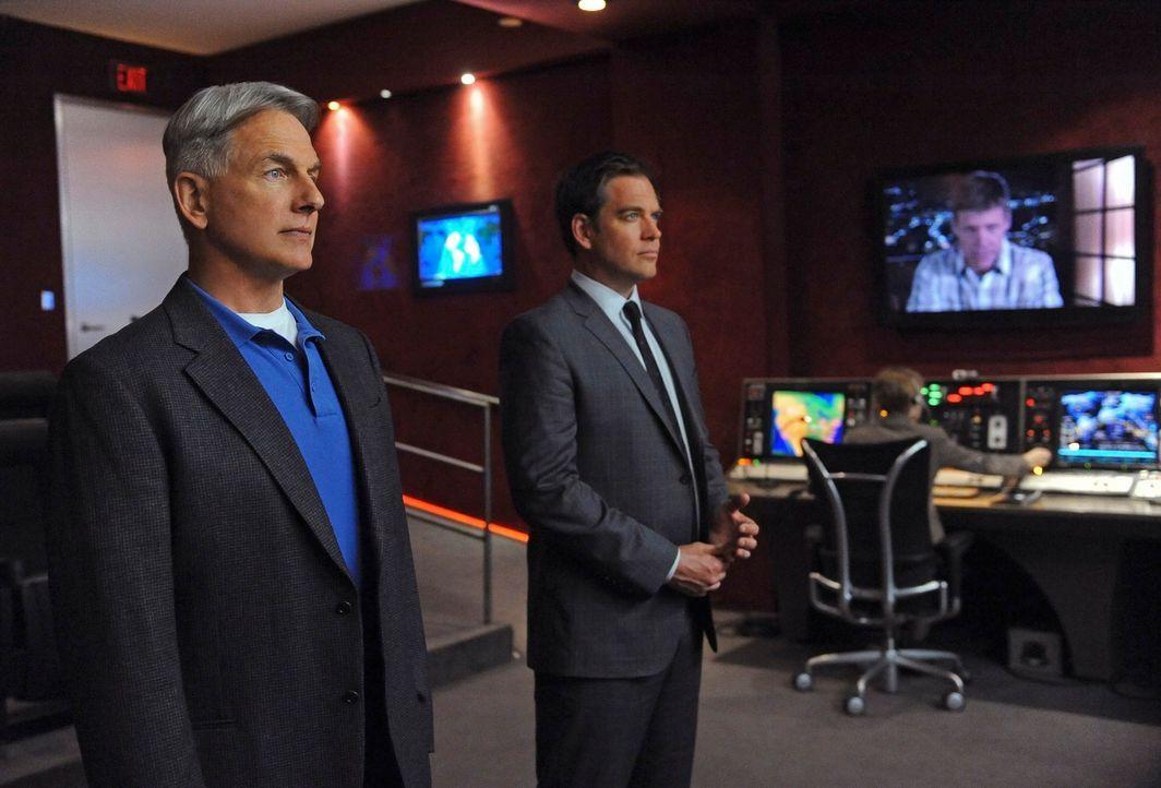 Gibbs (Mark Harmon, l.), DiNozzo (Michael Weatherly, r.) und das restliche Team, ermitteln in einem neuen Fall ... - Bildquelle: 2012 CBS Broadcasting Inc. All Rights Reserved.