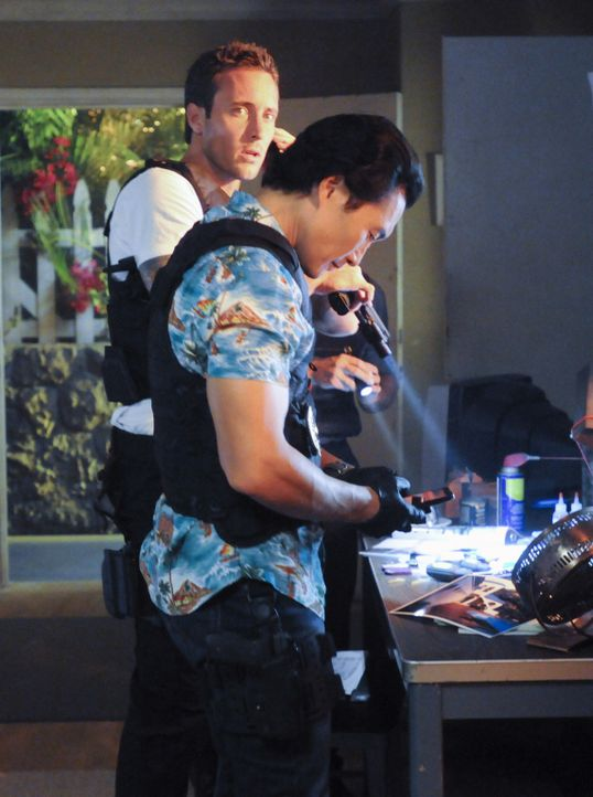 Bei den Ermittlungen in einem neuen Fall: Steve (Alex O'Loughlin, l.) und Chin (Daniel Dae Kim, r.) ... - Bildquelle: TM &   CBS Studios Inc. All Rights Reserved.