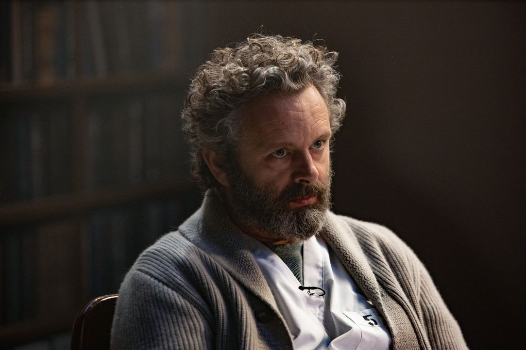 Dr. Martin Whitly (Michael Sheen) - Bildquelle: 2019 Warner Bros. Entertainment Inc. All Rights Reserved.