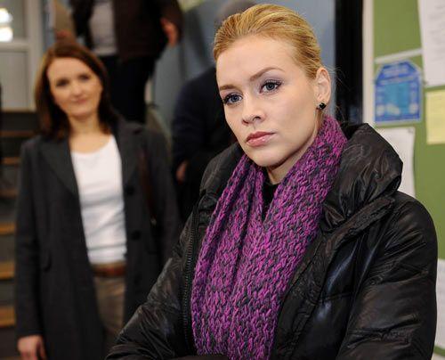 Alexandra ist entsetzt darüber, dass Gabriele einfach an die Schule zurückkehrt ... - Bildquelle: Christoph Assmann - Sat1