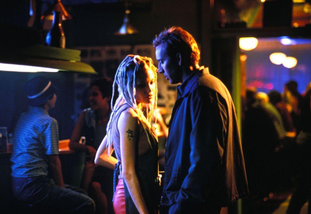 Memphis (Nicolas Cage, r.) und Sara (Angelina Jolie, l.) müssen in nur 72 Stunden 50 Luxusautos klauen, um Memphis' Bruder zu retten. Unglückliche... - Bildquelle: Merrick Martin Touchstone Pictures