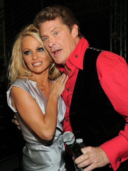 Pamela-Anderson-David-Hasselhoff-10-04-17-getty-AFP - Bildquelle: getty-AFP