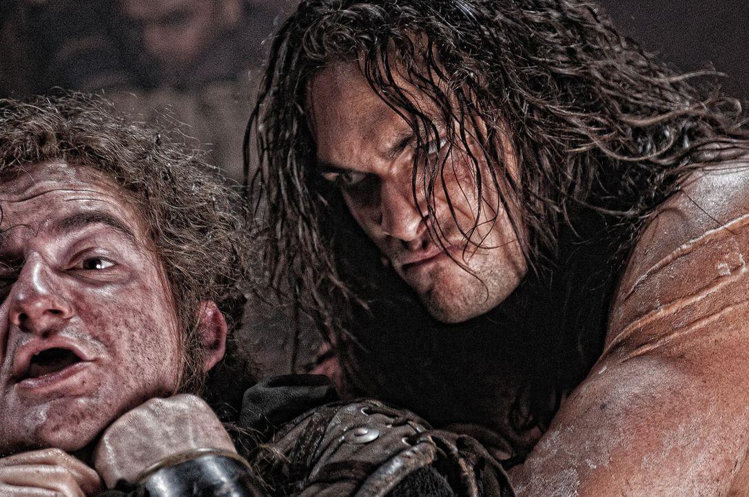 Kennt keine Gnade: Conan (Jason Momoa, r.) ... - Bildquelle: Nu Image Films