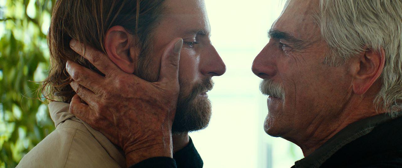 Jack (Bradley Cooper, l.); Bobby (Sam Elliott, r.) - Bildquelle: 2017 Warner Bros. Entertainment Inc.