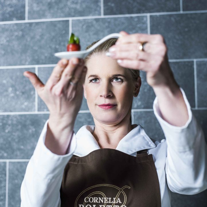 """Hamburger Spitzenköchin Cornelia Poletto mischt die Riege der Juroren bei """"The Taste"""" gehörig auf ... - Bildquelle: Arne Weychardt SAT.1"""