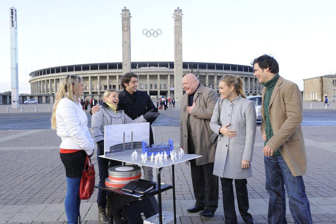 Kann der geplante Kimmo-Dreh noch gerettet werden? (v.l.n.r.) Mia (Josephine Schmidt), Anna (Jeanette Biedermann), Jonas (Roy Peter Link), Kimmo Kan... - Bildquelle: SAT.1