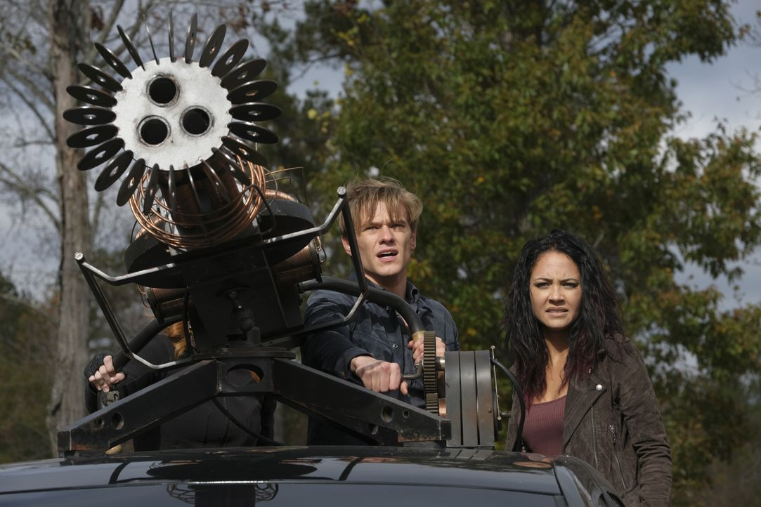 Angus MacGyver (Lucas Till, l.); Riley Davis (Tristin Mays, r.) - Bildquelle: Mark Hill 2020 CBS Broadcasting, Inc. All Rights Reserved. / Mark Hill