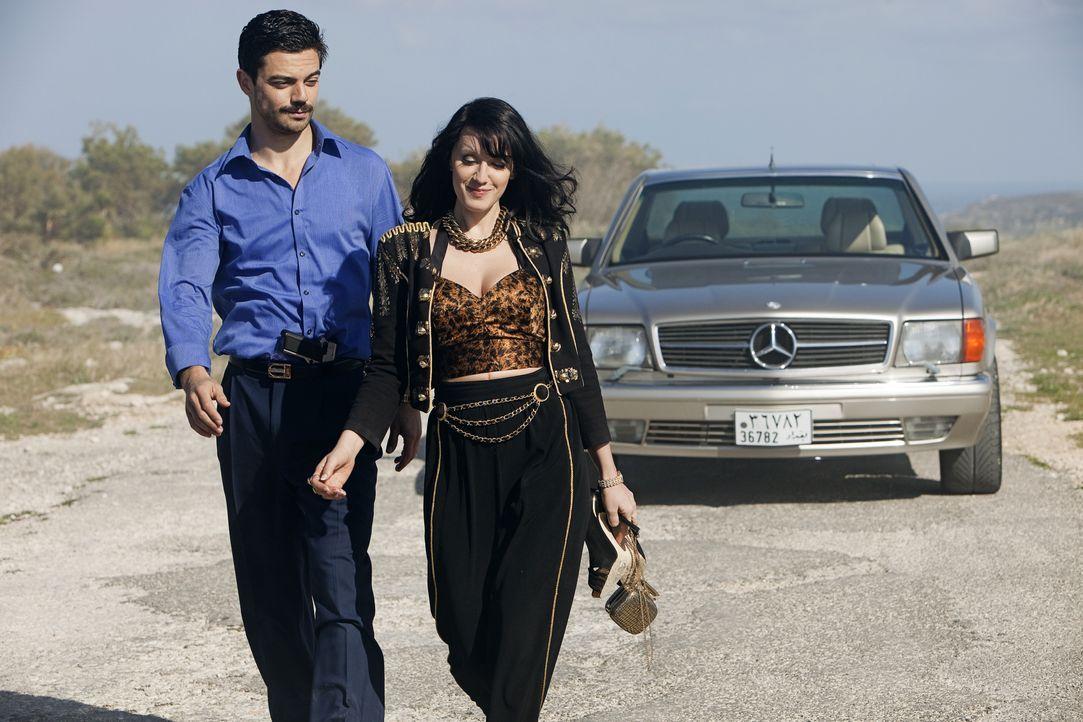 Zwischen Latif (Dominic Cooper, l.) und Uday Saddams Mätresse Sarrab (Ludivine Sagnier, r.) beginnt eine gefährliche Romanze ... - Bildquelle: Sofie Silbermann 2013, Falcom Media / Sofie Silbermann