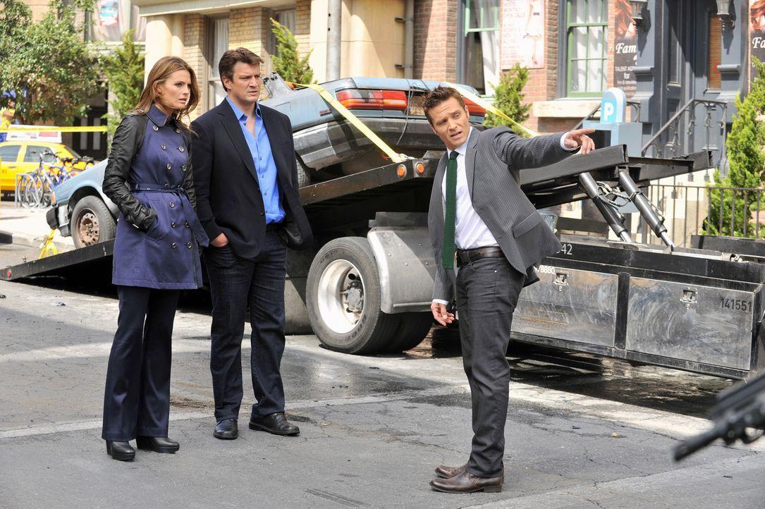 Ein Mann kommt durch eine Autobombe ums Leben. Castle (Nathan Fillion, M.), Beckett (Stana Katic, l.) und Ryan (Seamus Dever, r.) wollen ermitteln,... - Bildquelle: ABC Studios