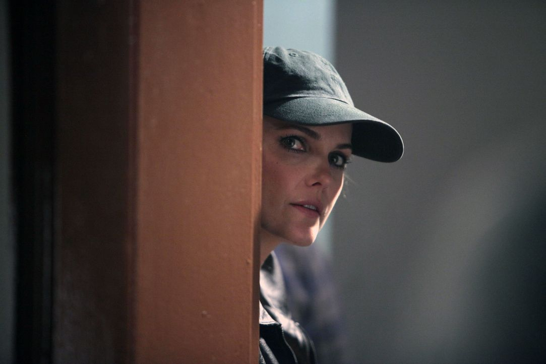 Elizabeth (Keri Russell) muss einen KGB-Überläufer unschädlich machen, bevor er beim FBI auspacken kann. Ob ihr dies gelingt? - Bildquelle: 2013 Twentieth Century Fox Film Corporation and Bluebush Productions, LLC. All rights reserved.