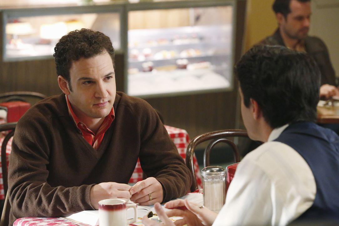 Rückblick in einen alten Fall von Rossi (Robert Dunne, r.) und Gideon (Ben Savage, l.) ... - Bildquelle: ABC Studios