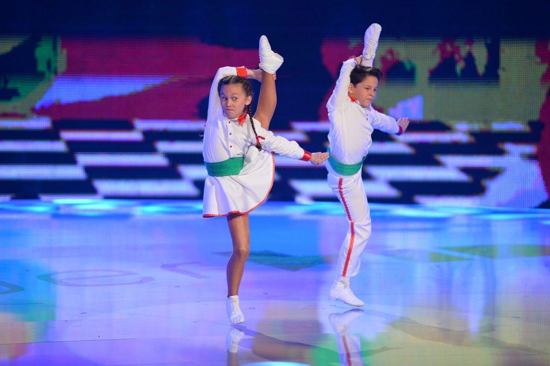 Sonia Kosczelny (l.) und Timo Rentrop (r.) wollen mit ihrem Auftritt, die Jury begeistern. Doch kommt ihr Karnevalistischer Tanz auch wirklich gut an? - Bildquelle: Willi Weber SAT.1