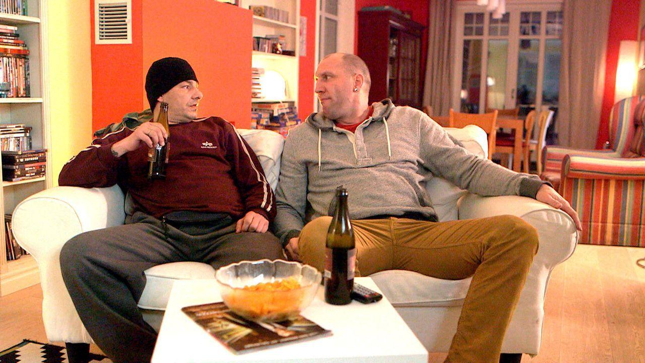 Christina und Doro wollen Michael (r.) und Holger (l.) zu mehr Schönheitspflege bewegen - und stellen ihre Liebe auf eine harte Probe ... - Bildquelle: SAT.1