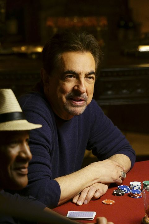 Noch ahnen Rossi (Joe Mantegna, r.) und Ron Coleman (Ron Coleman, l.) nicht, was gleich geschehen wird ... - Bildquelle: Monty Brinton ABC Studios