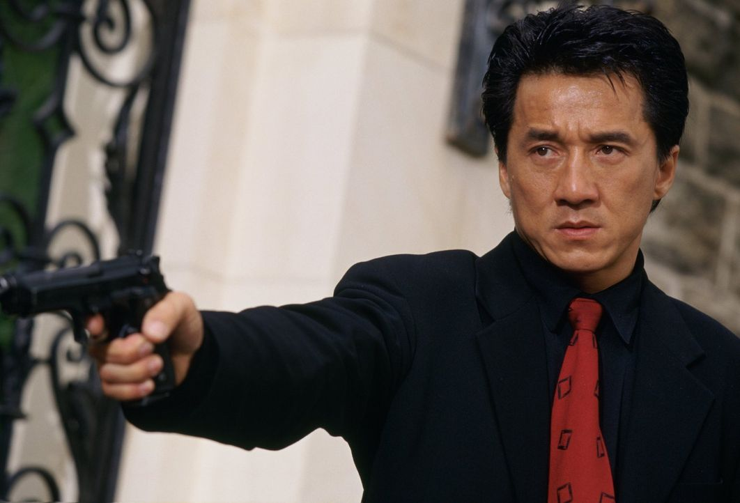 Schützenhilfe: Der Konsul besteht darauf, dass der chinesische Inspektor Lee (Jackie Chan) zu den Ermittlungen hinzugezogen werden soll. Sehr zum Ve... - Bildquelle: Warner Bros.