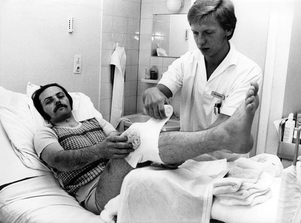 Günter Wetzel hatte sich bei der Landung einen Muskelriss zugezogen und wird im Krankenhaus behandelt. - Bildquelle: Karl Staedele DPA / Karl Staedele